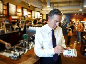 Howard Schultz con  Starbucks