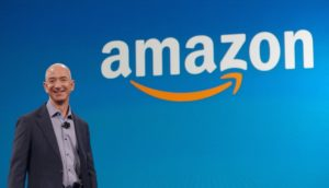 Джефф Безос з Амазонкою